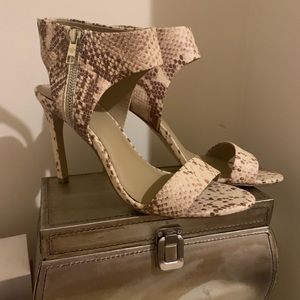 Beautiful leather high heels, pretty much new!